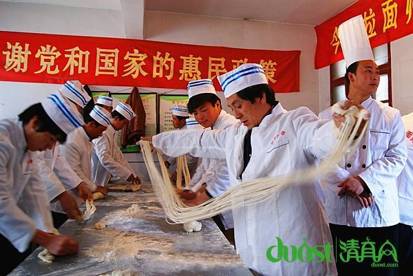 张家川/庄河村只是张家川县50多家清真餐饮服务专业村中的一个。
